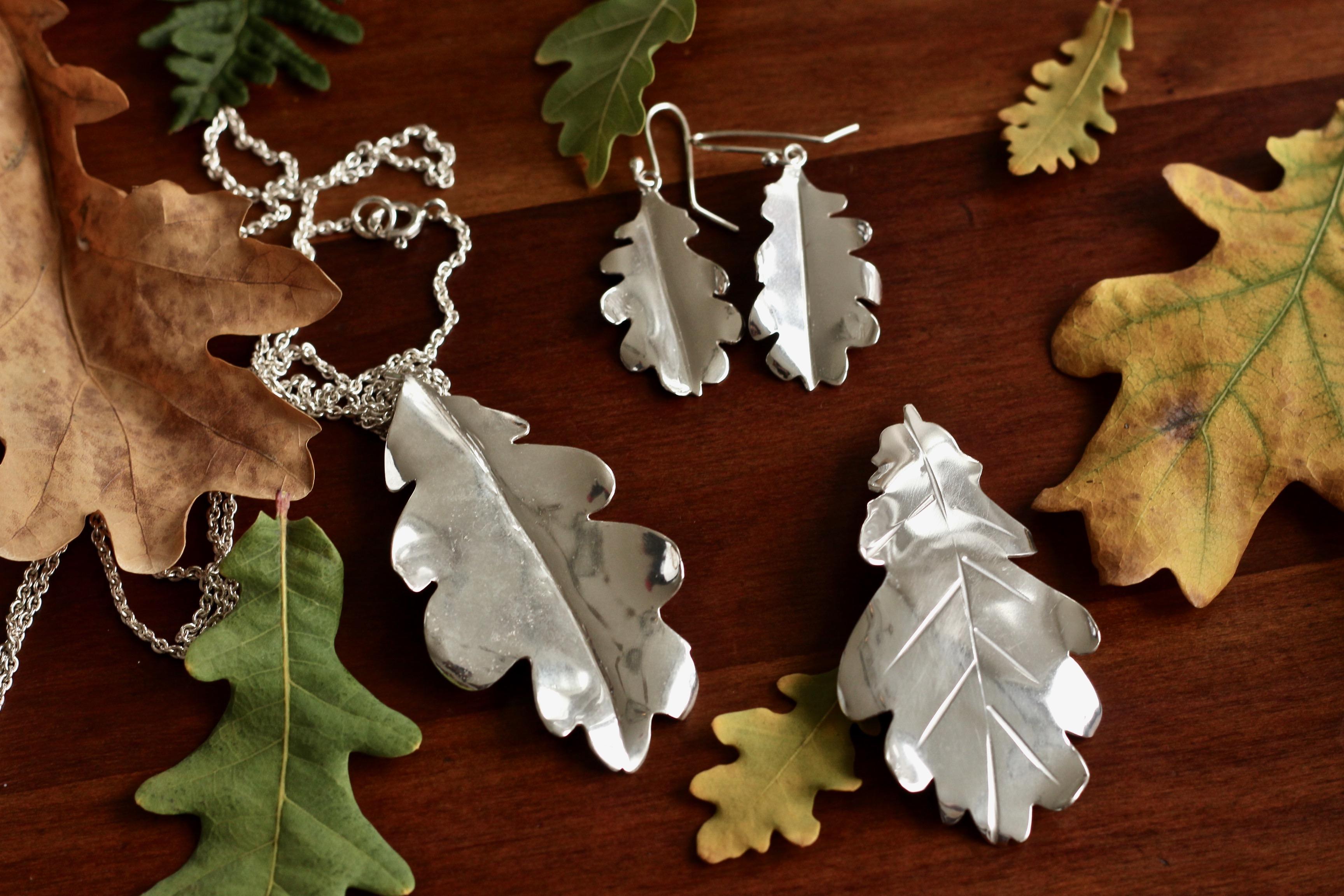Höstens vackra ekblad blev smycken </div>                                   </div> </div>       </div>             </div>              </div>       <div class=
